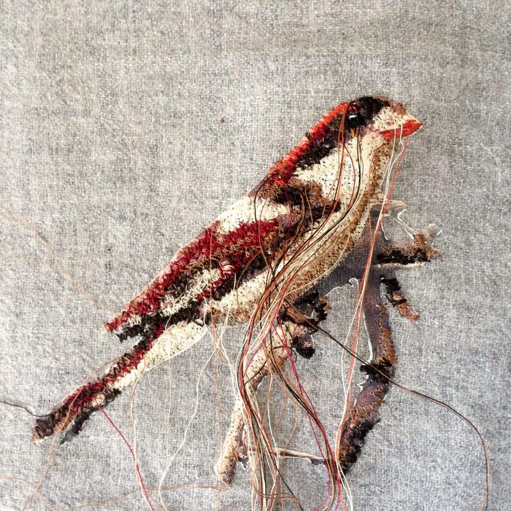 Vogel Braun gestickt